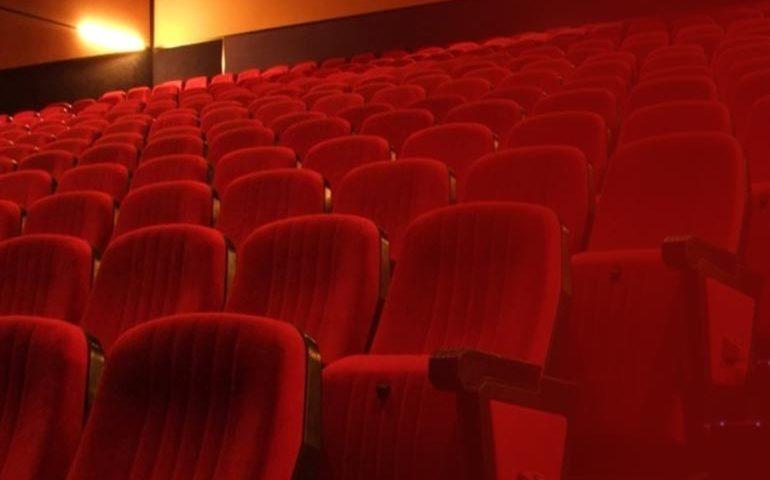 تفاوت صندلی سینمایی و صندلی اداری